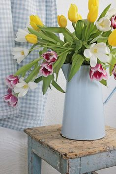 flowers.quenalbertini: Pretty flowers in a enamel pitcher | tinywhitedaisies
