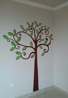 Arbol pintado en Ecovivienda por Anab y Rosa