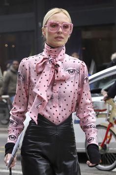 WomensFeminine} trendy looks.
