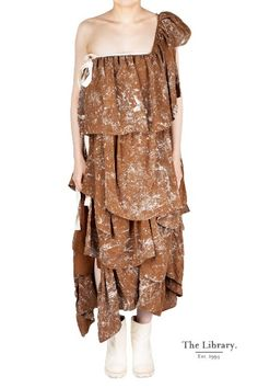 ruffled speckled silk dress from Uma Wang. Can be worn as a one shoulder dress, sleeveless dress or skirt. fashion is art @ the library 1994 London and piece Silk Dress, Dress Skirt, Peplum Dress, Chelsea London, Wearable Art, Earthy, Shoulder Dress, Shapes, Boutique
