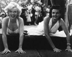Marilyn Monroe y Jane Russell, Teatro Chino, Hollywood, 1953