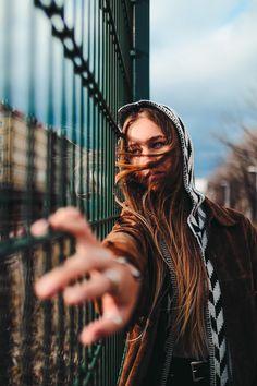 Creative Photography Poses, Creative Portrait Photography, Portrait Photography Poses, Photography Poses Women, Urban Photography, Photo Poses, My Love Photo, Mens Photoshoot Poses, Female Portrait Poses