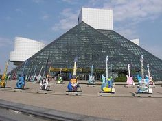 ROCK AND ROLL HALL OF FAME MUSEUM - Cleveland, OH, EUA - Pesquisa Google