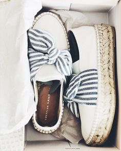 Cute shoes with blue bow Cute Shoes, Me Too Shoes, Bow Shoes, Shoes Sneakers, Tenis Nike Air Max, Nike Shox, Nike Roshe, Tenis Casual, Shoe Closet