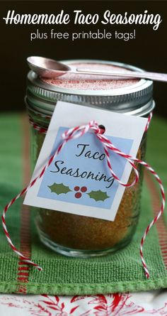 Make this tasty homemade taco seasoning and gift it to your loved ones this holiday season!