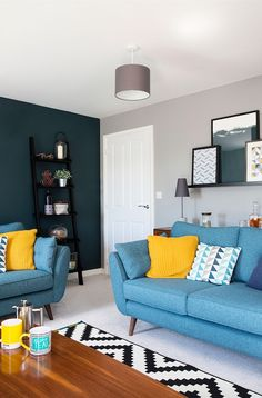 Two first-time buyers turn a new-build house into a quirky and individual home quirky home decor Two first-time buyers turn a new-build house into a quirky home Colourful Living Room, Living Room Modern, Home Living Room, Living Room Designs, Living Room Decor, Quirky Living Room Ideas, Living Room Ideas New Build, New Build Garden Ideas, Teal Living Rooms