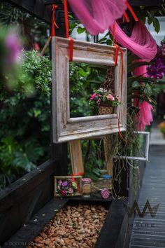 Wooden hanging frame photobooth