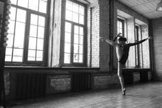 Tatiana Serganova (_tanusha_serganova) Foto by @darianvolkova #балет#движение#танец#вдохновение#балерина#классика#искусство#жизньвдвижении#модель#фотосессия#черноебелое#Москва#imperialrussianballet#