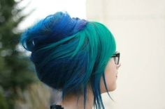 Tendance Couleur & Coiffure Femme Description Peacock inspired – would add peacock feathers for crazy hair day Love Hair, Gorgeous Hair, Beautiful, Pelo Emo, Pelo Multicolor, Blue Green Hair, Teal Blue, Color Blue, Dark Blue