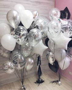 23 Ideas Birthday Table Decorations Balloons For 2019 Birthday Party Table Decorations, Silver Party Decorations, Birthday Party Tables, Birthday Balloons, Cake Birthday, Big Balloons, Black And White Party Decorations, Surprise Birthday, Adult Party Decorations