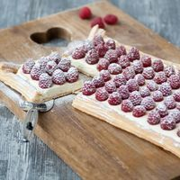 Plaattaart met mascarpone en frambozen – Tante Fanny Plate cake with mascarpone and raspberries – Aunt Fanny Sweet Desserts, Sweet Recipes, Delicious Desserts, Yummy Food, Easy Recipes, Healthy Recipes, Punch Recipes, Healthy Food, Cookie Recipes