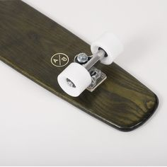 Cruiser Fatto a ManoTavola in Legno Massello di x x naturale / Mordente Verde Oliva Truck Ruote Bianche Cuscinetti Speed Demons Abec Ash Handmade x x wood / Green Olive MordantTruck WheelsSpeed Demons Abec 3 Bearings Skateboard, Atypical, Fall Collections, Old School, Primitive, Bike, Longboards, Personalized Items, Skating