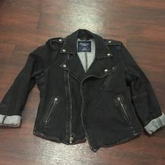 American Eagle denim jacket Jean jacket from AE. Only worn once. Looks great over a summer dress! American Eagle Outfitters Jackets & Coats Jean Jackets