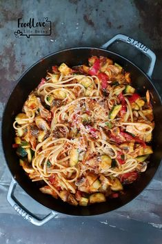 [Homemade] Linguine With Peppers, Sausage And Roast Garlic In A Spicy Cream Sauce Cooking For Dummies, Couscous, Healthy Cooking, Healthy Recipes, Feel Good Food, Weird Food, Daily Meals, Food Inspiration, Pasta Recipes