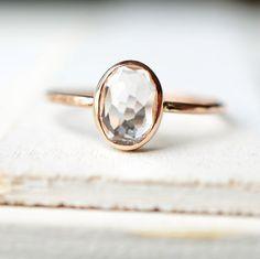 Dainty Gold Ring Engagement Ring White Topaz Ring par Luxuring