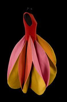 Werk van Roberto Capucci --> bladvorm, verschillende kleuren (laurier, spelen met licht en kleur)