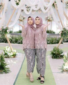 Kebaya Muslim, Kebaya Modern Hijab, Kebaya Hijab, Kebaya Lace, Kebaya Dress, Simple Bridesmaid Dresses, Simple Dresses, Batik Fashion, Hijab Fashion