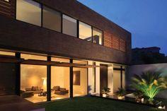 Casa moderna CG por GLR arquitectos, México http://www.arquitexs.com/2013/11/casa-moderna-cg-por-glr-arquitectos.html