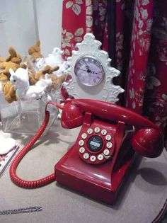 This a beautiful color... and i want a rotary phone so bad!!!!
