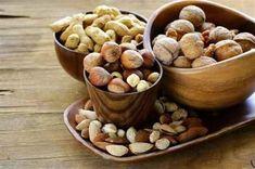 Nueces, avellanas, piñones, castañas, merey, pcacaguate, pistacho, almendras y semillas de girasol son los frutos secos más comunes que las personas sol
