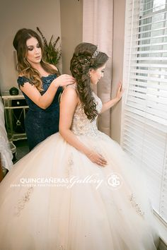 Quinceanera Photography in Houston Texas Quinceanera Planning, Pretty Quinceanera Dresses, Quince Dresses, 15 Dresses, Wedding Dresses, Mom Daughter Matching Outfits, Quince Pictures, Quince Hairstyles, Quinceanera Collection