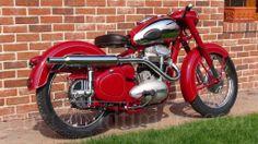 Jawa 500 Vintage Bikes, Vintage Motorcycles, Triumph Motorcycles, Cars And Motorcycles, Motorcycle Engine, Moto Bike, Old Bikes, Lamborghini, Wheels
