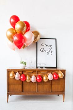 Gold, pink and red balloon bouquet perfect for gender reveals, Valentine's Day, cupcake parties and Troll parties. Designed by Luft Balloons in Chicago. Mini Balloons, Red Balloon, Gold Balloons, Balloon Bouquet, Balloon Garland, Balloon Shop, Happy Balloons, Latex Balloons, Simple Balloon Decoration