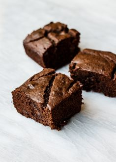 Cacao Banana Buckwheat Snack Cake (gluten-free)- (veganize with flax eggs) Flour Recipes, Cake Recipes, Dessert Recipes, Drink Recipes, Gluten Free Cakes, Gluten Free Recipes, Healthy Baking, Healthy Desserts, Buckwheat Recipes