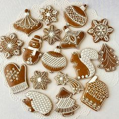REPOST from Olga B.shperling Christmas gingerbread cookies 🎅🎄🎉 REPOST from Olga B. Christmas Cupcakes Decoration, Christmas Desserts, Christmas Treats, Christmas Baking, Italian Christmas, Christmas Recipes, Easy Gingerbread House, Gingerbread Decorations, Decorating Gingerbread Cookies