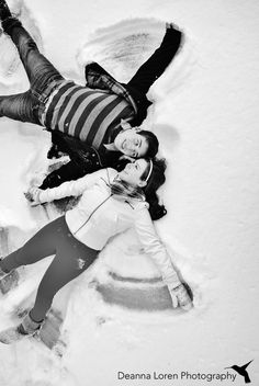 Adorable winter couple picture ideas | snowy engagement picture ideas | snow angels! | Deanna Loren Photography