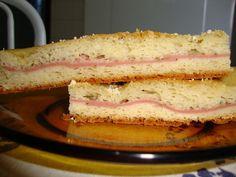 2 xícaras de arroz cozido  - 2 xícaras de leite de vaca morno  - 3 ovos inteiros  - 2 colheres (sopa) de açúcar  - 1/2 xícara de margarina e complete com óleo até encher  - 1 pacote de queijo parmesão ralado  - 3 colheres de fermento granulado (para pão)  - 4 xícaras de farinha de trigo  - Recheio a gosto (opcional)  - Pancakes, Sandwiches, Breakfast, Food, Hardboiled, Loaf Bread Recipe, Gourmet, Recipes, Eten