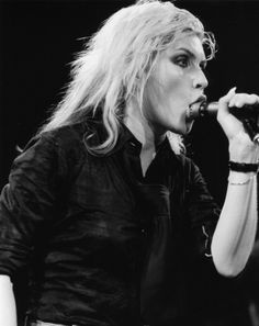 lest we forget her punk pedigree: debbie harry deep-throating the microphone. Blondie Debbie Harry, Rock N Roll, God Save The Queen, Women Of Rock, Post Punk, Female Singers, Female Guitarist, Blondies, Classic Rock