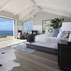 Modern Beach House Design Ideas to Welcome Summer - Einrichtungsstil Coastal Master Bedroom, Coastal Bedrooms, Coastal Living Rooms, Hamptons Bedroom, Beach House Bedroom, Nautical Bedroom, Coastal Cottage, Large Bedroom, Dream Beach Houses
