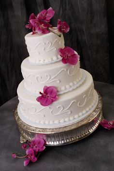 #wedding cake floral  #wedding floral  http://www.bellagala.com