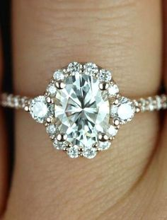 My absolute favorite type of ring. For any man that's looking to marry me  -Kylila