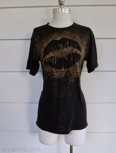I have made several of these Lip Tee's. I have to admit they are one of my favorite tee's to make.   It is a really easy way to tra...