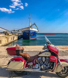 One of the visited places during my eastern-europe trip. Einer der besuchten Plätze während meiner Osteuropa-Reise. #alexandroupoli #boat #ship #sea #indianmotorcycle #indianroadmaster #greece #griechenland #bikestagram #motorcycletouring #touring #motorcycle #travel #travelphotography #picoftheday #instagood #motofoto #instamoto #exploregreece #exploreeverything