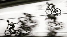 PASS IT OVER  #chrisherzog #sport #bicycle #race #monochrome #6days #fast #speed #photography #longshutterspeed #rad #rennen #bahn #stunning_shots #magic_shots #fahrrad #velo #schnell #faster #slower #staffette