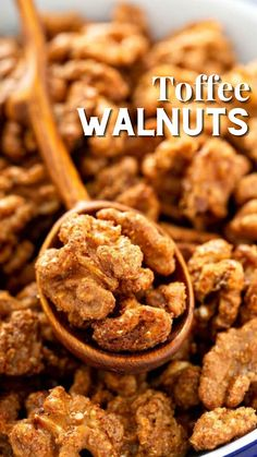 Candy Recipes, Snack Recipes, Dessert Recipes, Cooking Recipes, Holiday Snacks, Holiday Recipes, Walnut Recipes, Candied Nuts, Christmas Baking