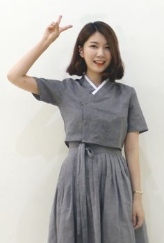 에올라타 생활한복 Traditional Fashion, Traditional Dresses, Korean Traditional, Korea Fashion, Japan Fashion, Cheongsam Modern, Korea Dress, Modern Hanbok, Magnolia Pearl