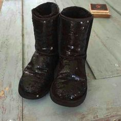 MAKE ME AN OFFER! Auth Short Black Sparkly Uggs! Short black sparkle uggs! Sz 5 us- re posh. These are authentic and in great condition just didnt fit me! :( very little signs of wear, as pictured above. UGG Shoes