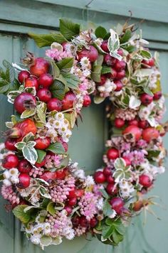 Now this is a pretty crab apple wreath!!!