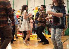 New Girl - Episode - Dance - Promotional Photos New Girl Photo, New Girl Episodes, Nick And Jess, Jake Johnson, Jon Hamm, Zooey Deschanel, Girls Gallery, Girl Dancing, Episode 3