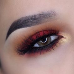 Gold And Maroon Eye Makeup Gold And Burgundy Eye Makeup With Black Eyeliner Details Watch Out Gold And Maroon Eye Makeup How To Apply Simple Gold Eye Makeup Tutorial With Pictures. Gold And Maroon Eye Makeup Burgundy Lips And Gold Glitter Eye M. Gold Eye Makeup, Eye Makeup Tips, Prom Makeup, Makeup Goals, Skin Makeup, Beauty Makeup, Red And Black Eye Makeup, Sleek Makeup, Red Queen Makeup