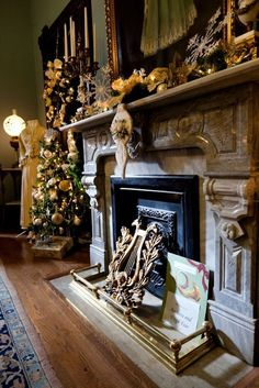 Christmas Mantle// Vaile Mansion
