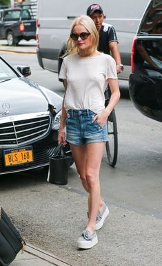 Kate Bosworth Leather Tote - Kate Bosworth accessorized her outfit with a black leather bucket bag.