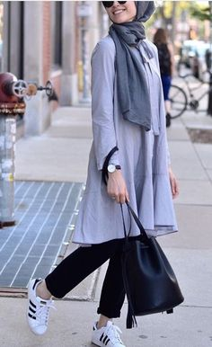 42 Beautiful Hijab Fashion to Copy Right Now - Fashionetter Hijab Casual, Hijab Chic, Casual Outfits, Street Hijab Fashion, Muslim Fashion, Modest Fashion, Fashion Outfits, Moslem, Hijab Stile