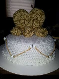 anniversary crochet cake for my aunt and uncle Crochet Cake, 50th Wedding Anniversary, Aunt, Stuff To Buy, Gold Weddings
