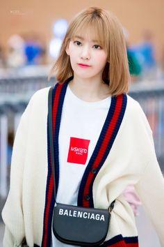 Really Pretty Girl, Pretty And Cute, Korean Best Friends, Fashion Beauty, Girl Fashion, Sakura Miyawaki, Japanese Girl Group, Korean Outfits, Korean Girl Groups
