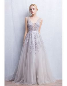Romantic A-Line V-neck Floor-Length Tulle Wedding Dress With Appliques Lace